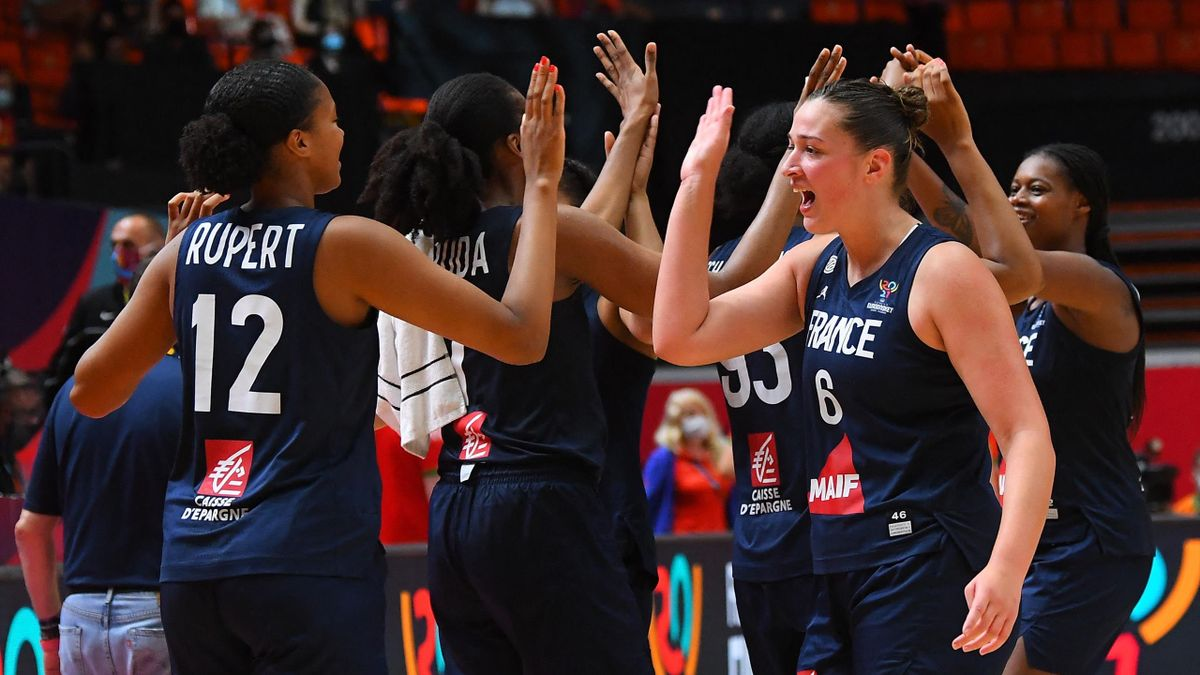 La joie des Françaises, qualifiées pour la finale de l'EuroBasket à l'issue d'un succès face à la Biélorussie - 26/06/2021