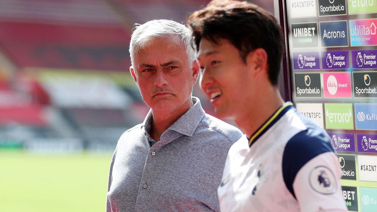 Jose Mourinho, Manager of Tottenham Hotspur interrupts Son Heung-Min of Tottenham Hotspur speaking to the media to tell him Harry Kane of Tottenham Hotspur received man of the match during the Premier League match between Southampton and Tottenham Hotspur