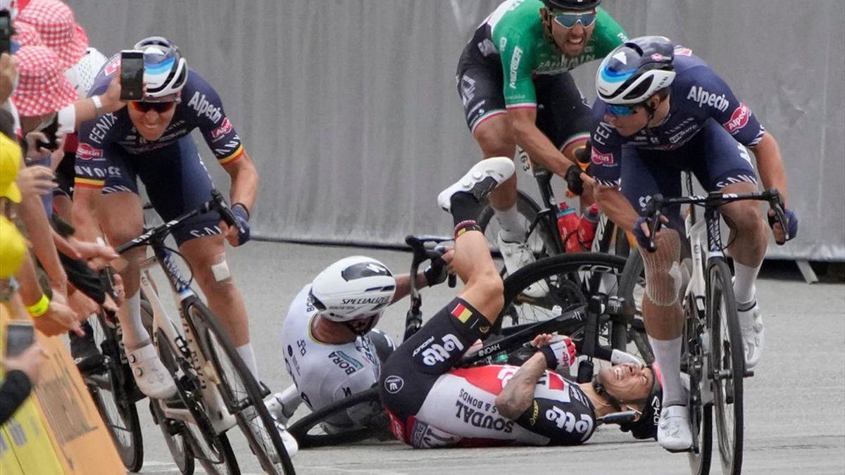 L'incidente Sagan-Caleb Ewan nel finale di tappa di Pontivy - Tour de France 2021