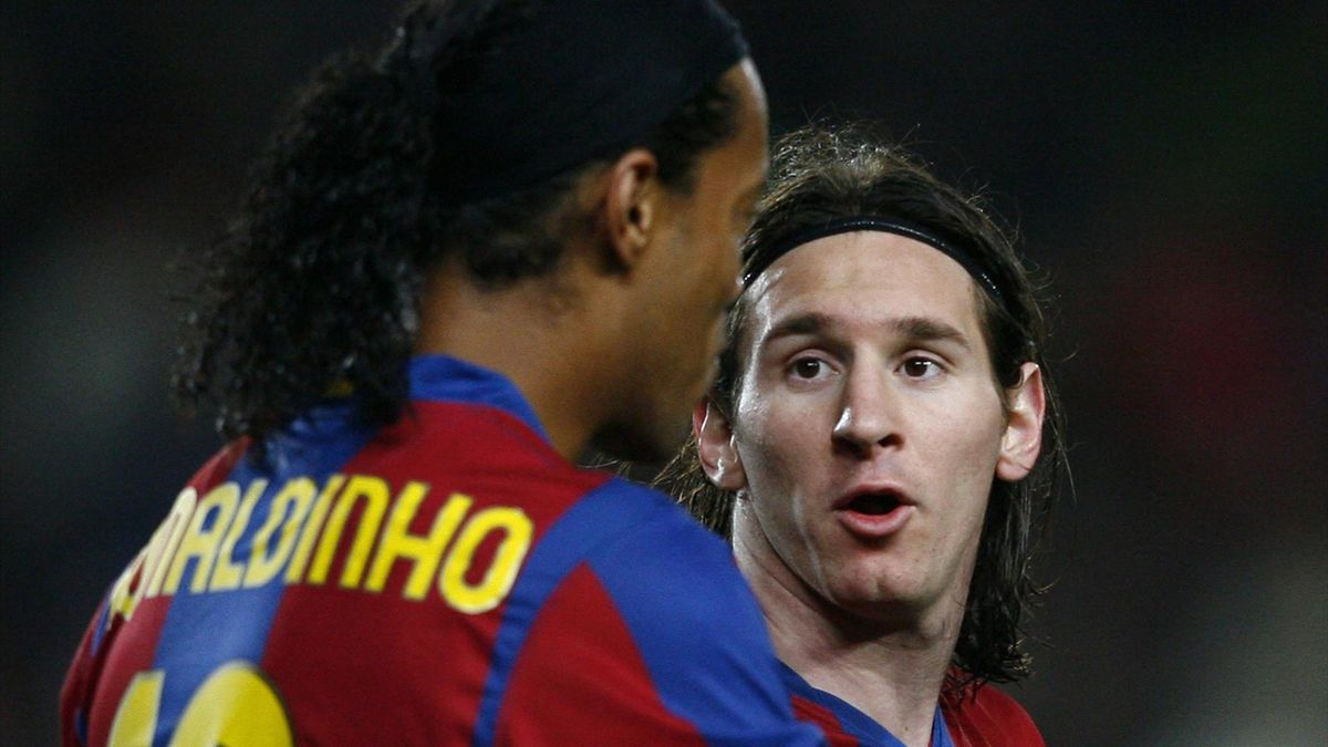 Barcelona's Brazilian Ronaldinho (L) talks with Argentinian teammate Leo Messi during a Spanish League football match against Levante at the Camp Nou stadium in Barcelona on February 24, 2008