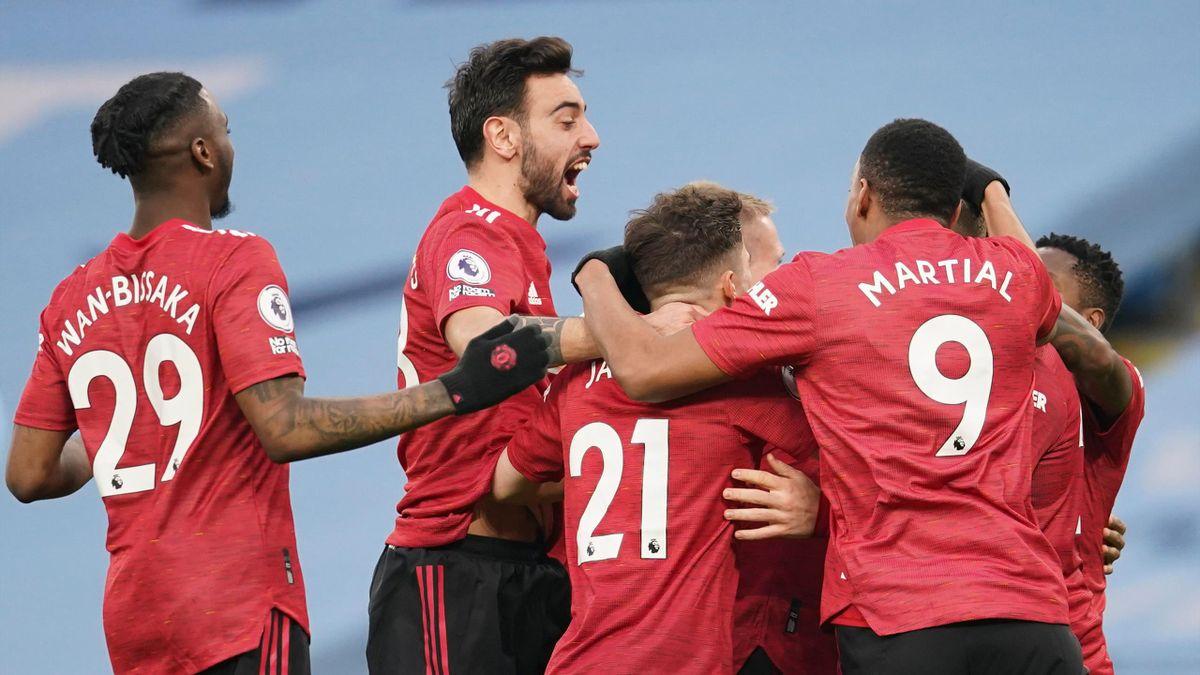 Manchester United celebrate Luke Shaw's goal