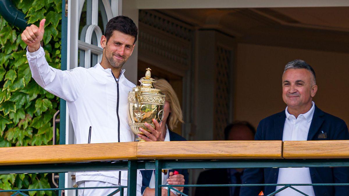El padre de Djokovic junto a su hijo tras conquistar Wimbledon en 2019