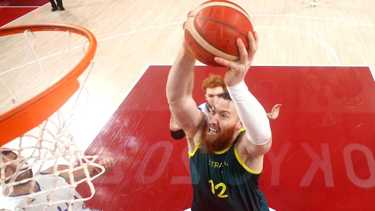 Aron Baynes picked up his initial injury in the win over Italy