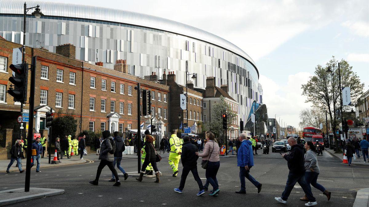 Fanii s-ar putea întoarce pe stadioane în luna octombrie