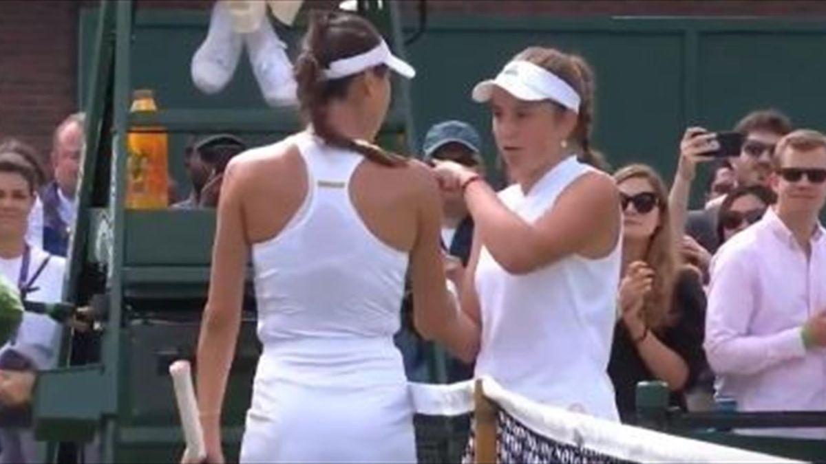 Jelena Ostapenko (rechts) und Ajla Tomljanovic waren sich in Wimbledon nicht grün