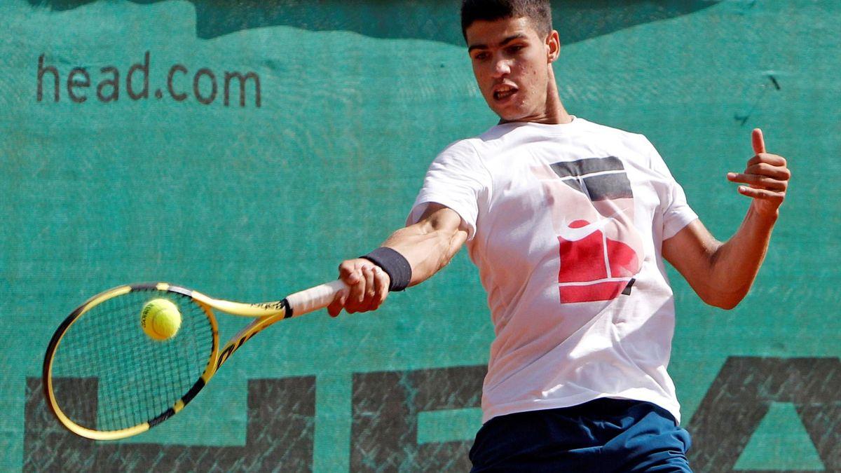 Carlos Alcaraz entrenando en la JC Ferrero Equelite Sport Academy de Villena
