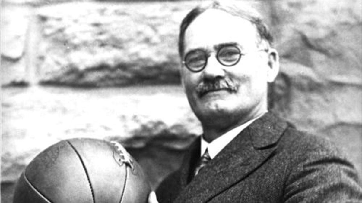 James Naismith, inventatorul baschetului, a oficiat premiera la debutul acestui sport la Jocurile Olimpice, în 1936