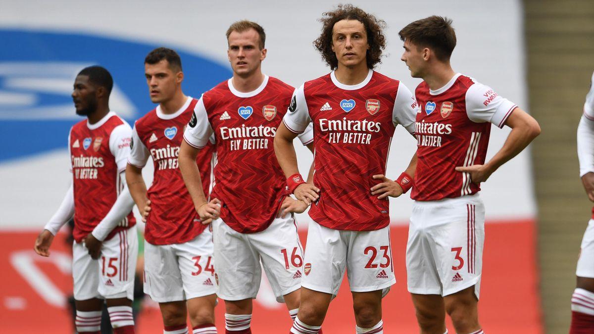 Die Arsenal-Stars um David Luiz (2.v.r.) sind wenig begeistert