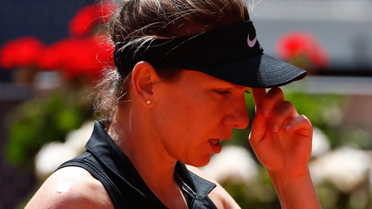 Simona Halep suffered a calf injury in her loss to Angelique Kerber
