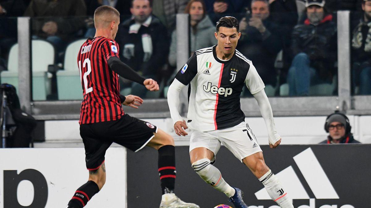 Cristiano Ronaldo (Juventus Turin) im Duell mit Andrea Conti vom AC Mailand