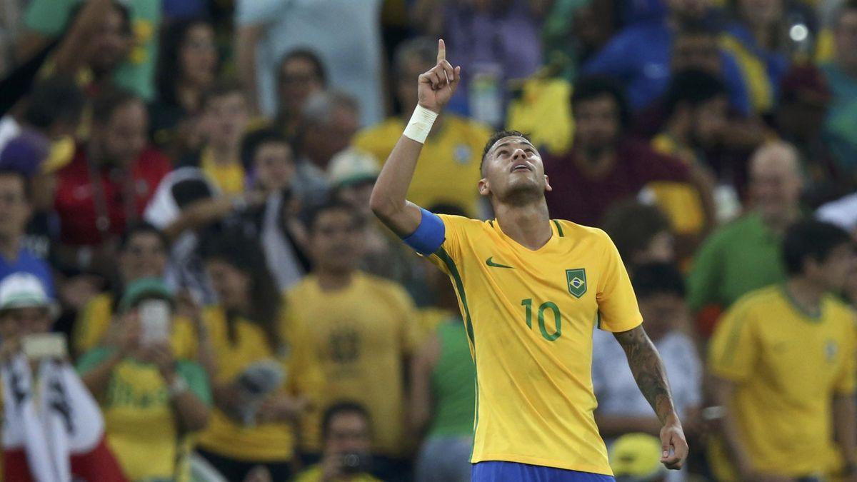 Neymar points to the sky