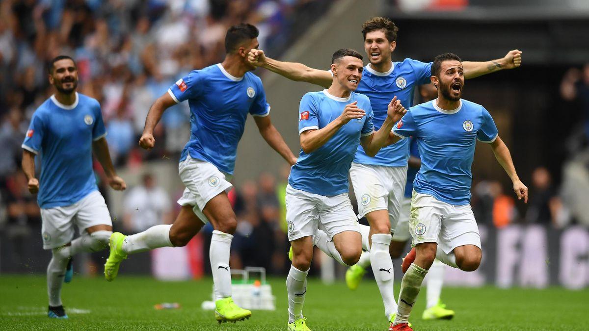 Die Spieler von Manchester City jubeln nach dem Sieg gegen Liverpool