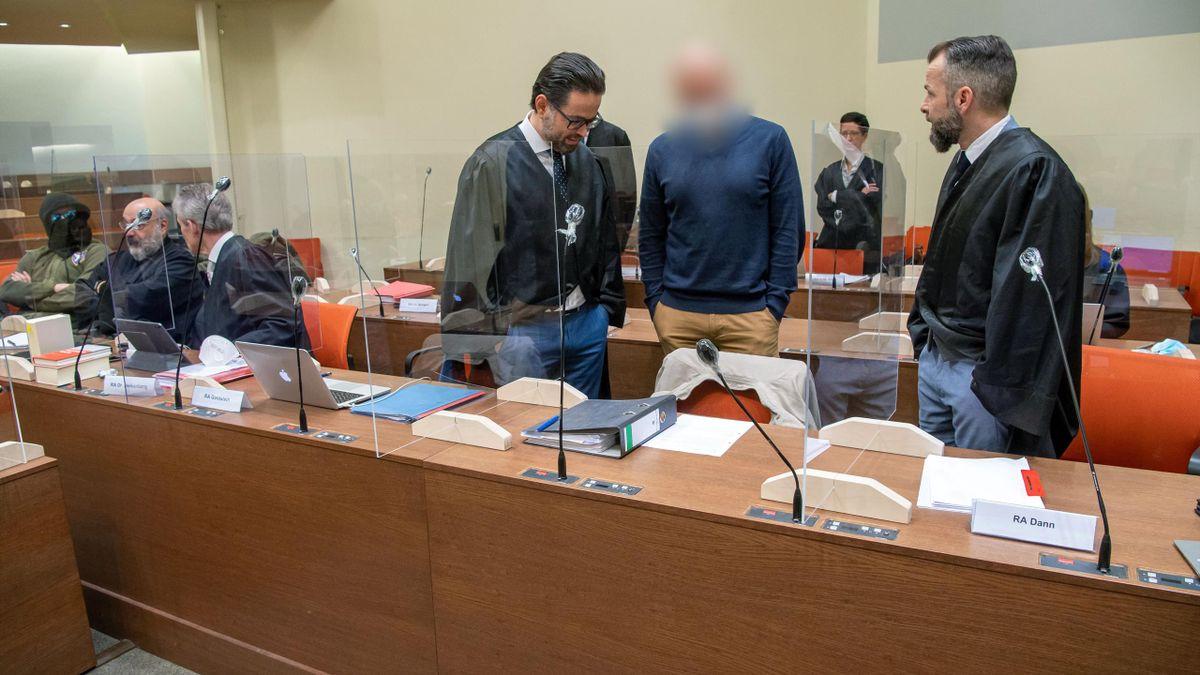 """Dopingprozess """"Operation Aderlass"""": Der angeklagte Arzt Mark S. aus Erfurt vor Gericht in München"""