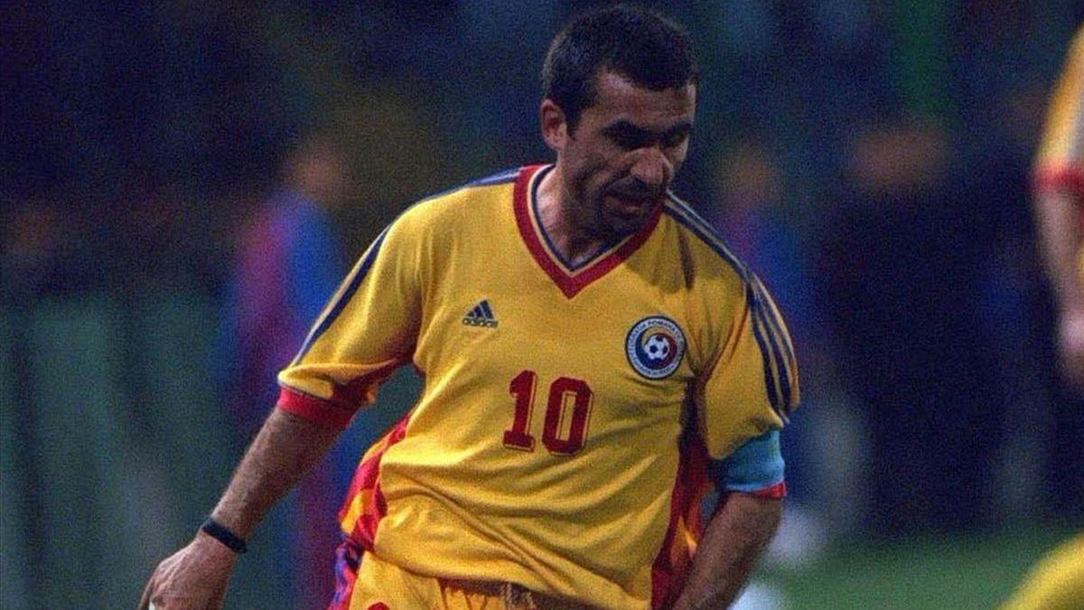Gheorghe Hagi con la maglia della nazionale rumena agli Europei di Belgio-Olanda 2000 (LaPresse)