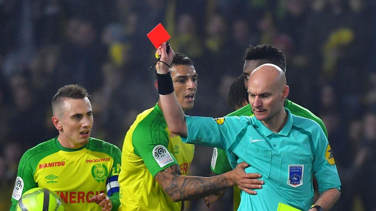 Le carton rouge hallucinant sifflé à Tony Chapron contre Nantes et Diego Carlos