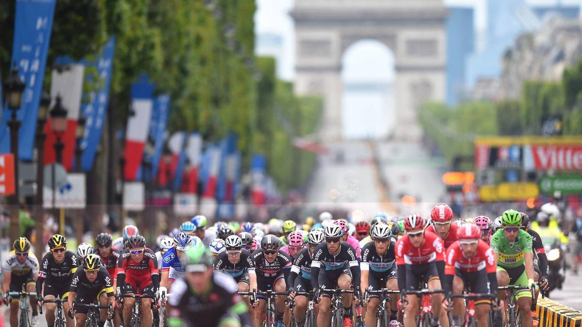 Feature: Das Fahrerfeld der Tour de France in Paris