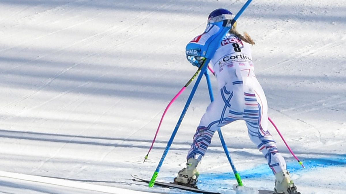 USA's Lindsey Vonn crashes into a gate during the Women's Super G event of the FIS Alpine skiing World Cup in Cortina d'Ampezzo, Italian Alps, on January 20, 2019.