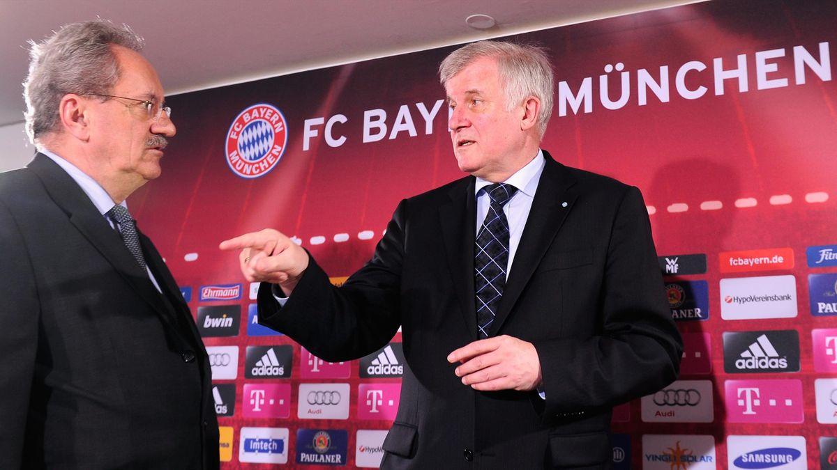 Horst Seehofer (R) und Christian Ude auf der Pressekonferenz zur Bekanntgabe Münchens als EURO-Austragungsort