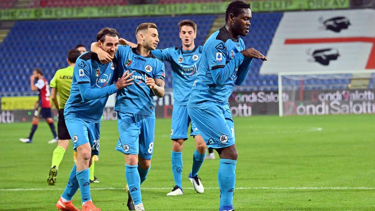 Emmanue Gyasi (Spezia) festeggia dopo il gol contro il Cagliari