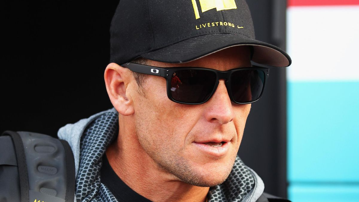 Bildtext:ROUBAIX, FRANCE - APRIL 08: Seven times Tour de France winner Lance Armstrong attended the 2012 Paris Roubaix cycle race from Compiegne to Roubaix on April 8, 2012 in Paris, France. The 110th edition of the race is 257km long with 51.5km of cobbl