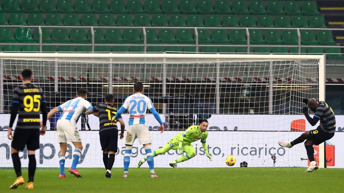 Romelu Lukaku trasforma il rigore che regala all'Inter la vittoria, Inter-Napoli, Getty Images