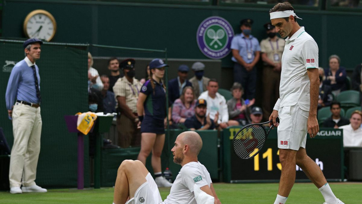 Mannarino suffered a knee injury against Federer.