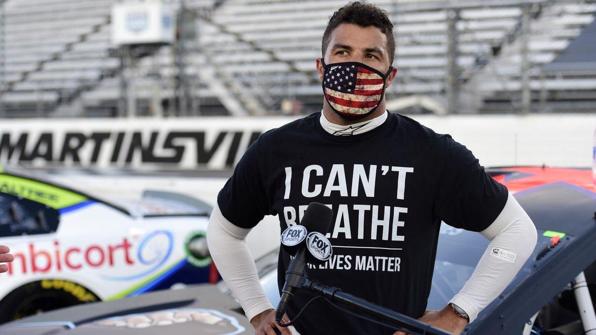 """Bubba Wallace avec un tee-shirt """"I Can't Breathe""""."""