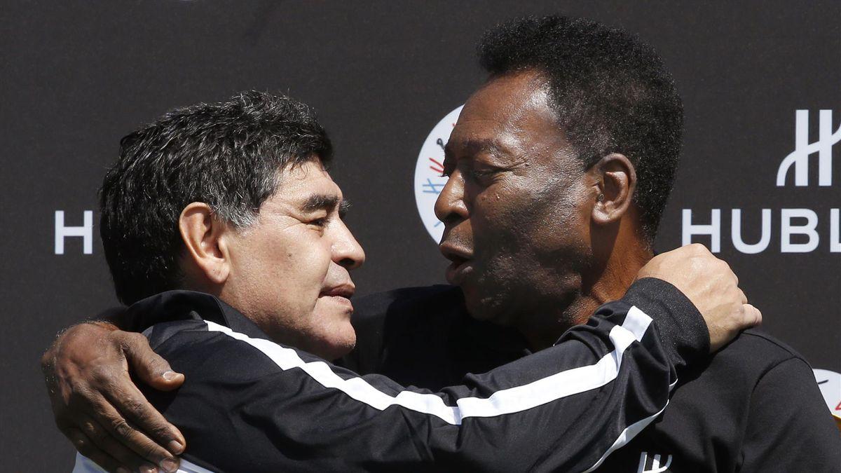 Maradona e Pelé si abbracciano nel 2016