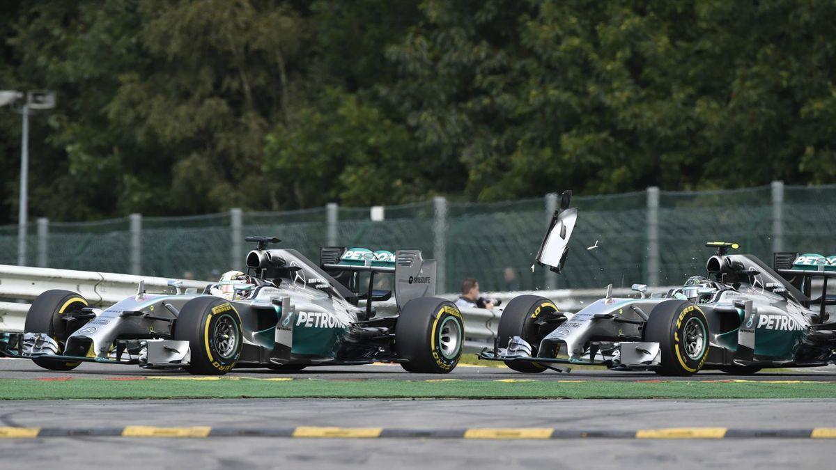 Lewis Hamilton devant Nico Rosberg (Mercedes), au 2e tour du Grand Prix de Belgique 2014