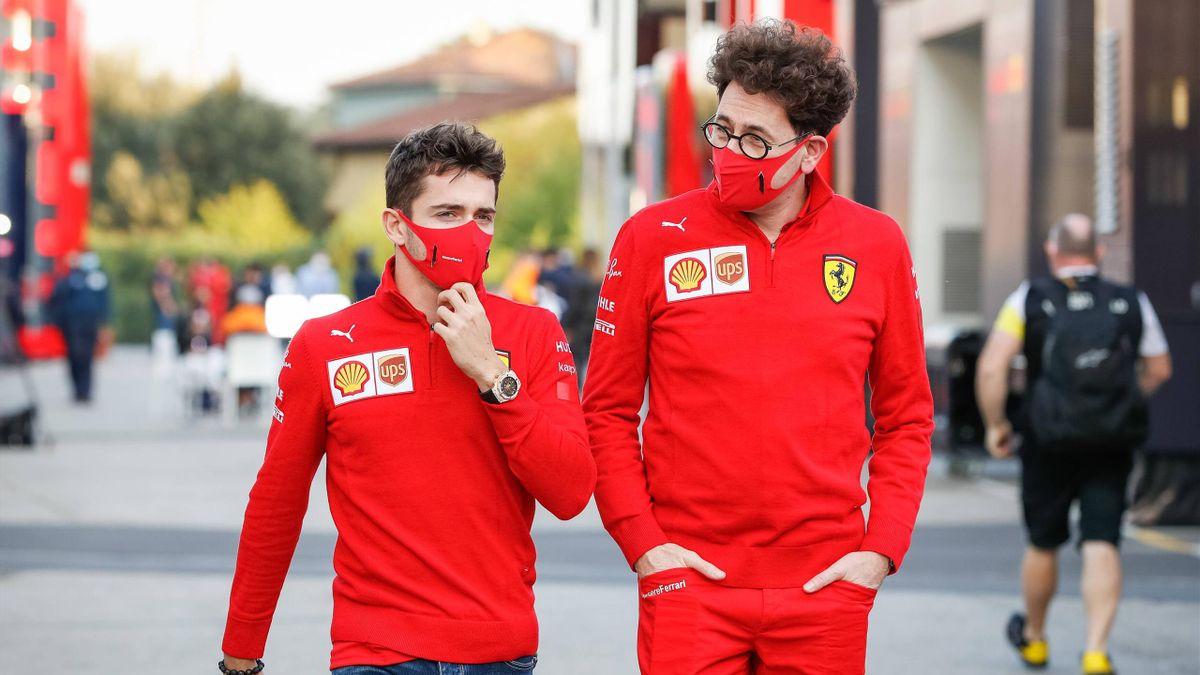 Ferrari-Teamchef Mattia Binotto (rechts) mit Fahrer Charles Leclerc