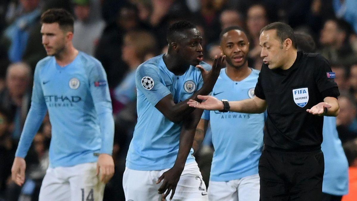 Cakir beim Spiel Manchester City gegen Tottenham Hotspur