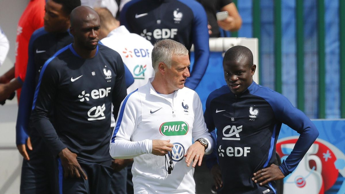 France's coach Didier Deschamps and N'Golo Kante at training