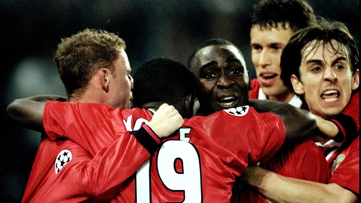 Manchester United celebrate Andy Cole's winner in the UEFA Champions League semi-final second leg match against Juventus at the Stadio delle Alpi in Turin, Italy. United won 3-2 on the night to go through 4-3 on aggregate