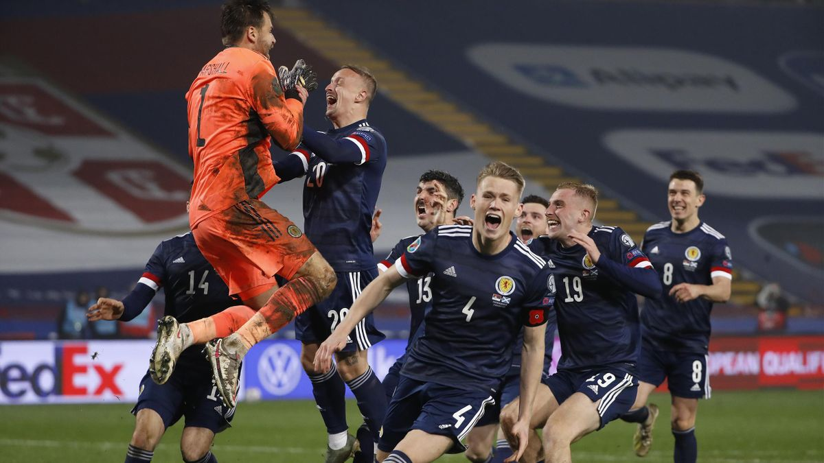 David Marshall of Scotland celebrates with Leigh Griffiths of Scotland and Scott McTominay of Scotland and his team as they celebrate after their victory in the UEFA EURO 2020 Play-Off Final between Serbia and Scotland at Rajko Mitic Stadium on November 1