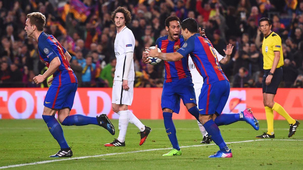 Neymar et Luis Suarez célèbrent le but du 2-0 lors de FC Barcelone-PSG, le 8 mars 2017.
