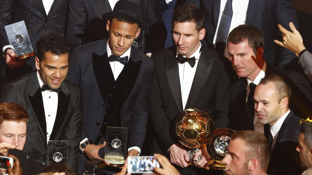 FC Barcelona's Lionel Messi of Argentina (R) poses with other laureates during the FIFA Ballon d'Or 2015 award ceremony in Zurich