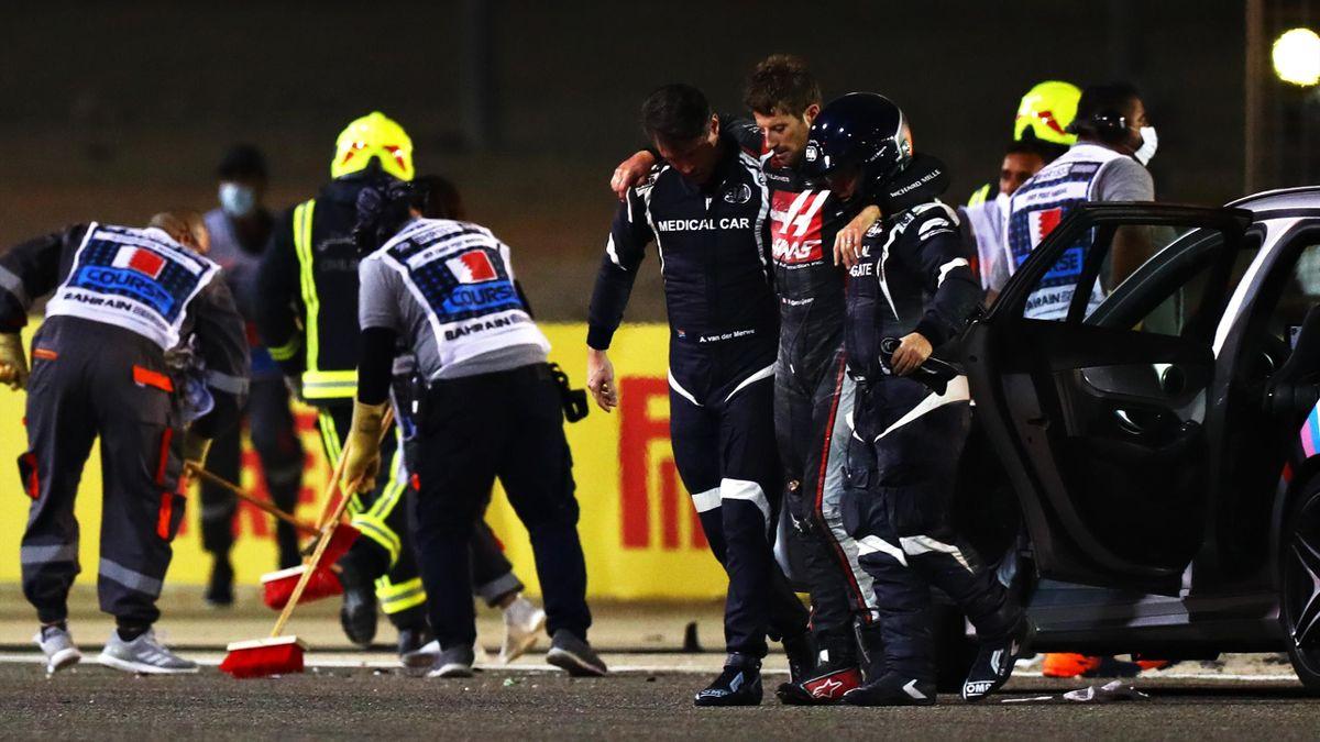 Romain Grosjean (Mitte) nach seinem Horrorcrash in Bahrain