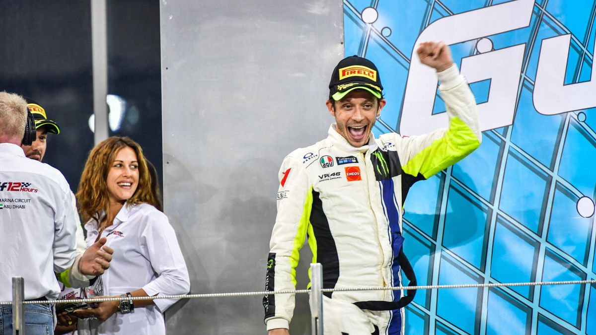 Valentino Rossi sul podio della 12h del Golfo, il VR46 Team è 3°