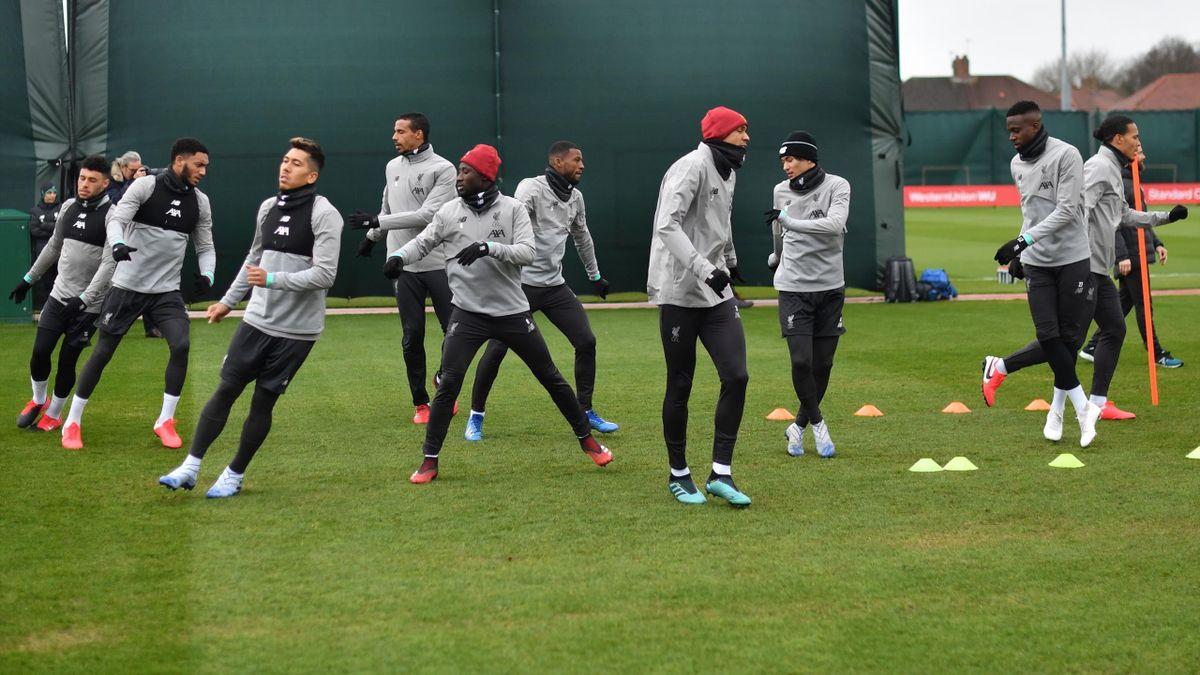 Jucătorii lui Liverpool se antrenează înainte de partida cu Atletico Madrid din optimile UEFA Champions League