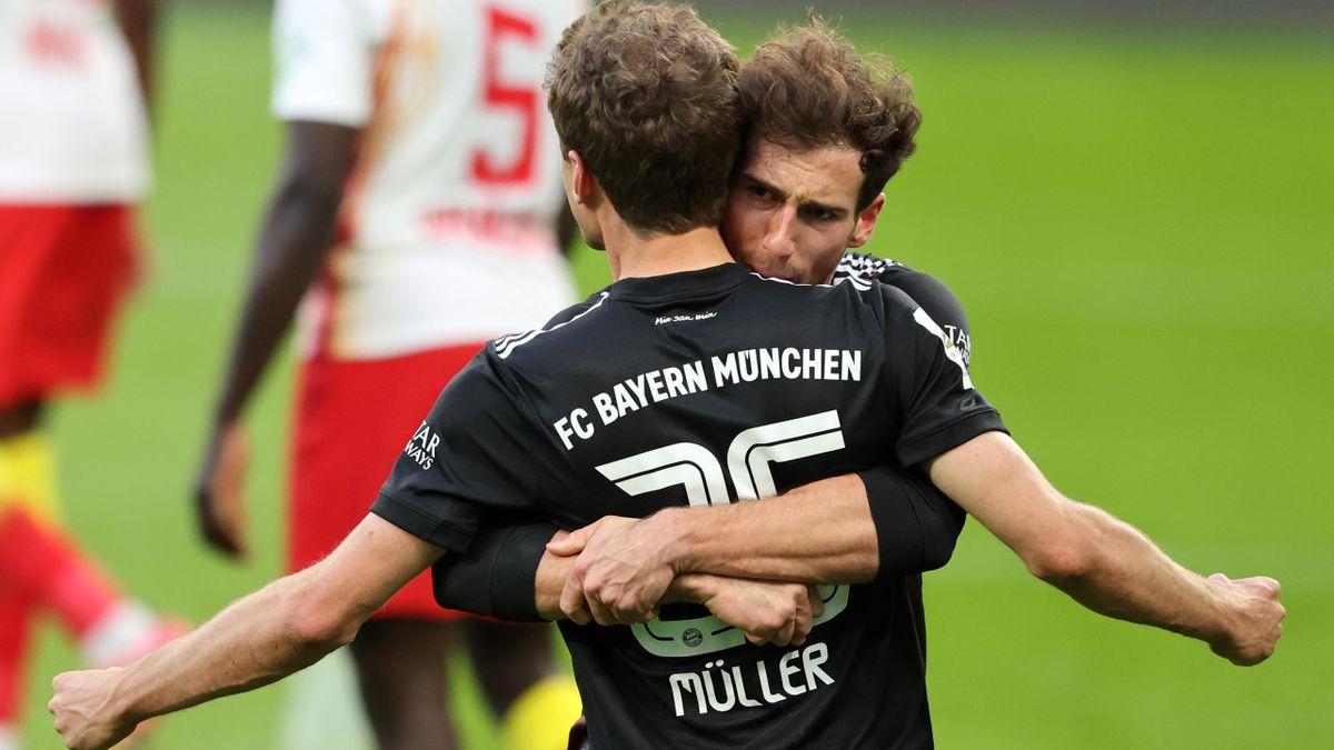 Leon Goretzka herzt Vorlagengeber Thomas Müller - RB Leipzig vs. FC Bayern München