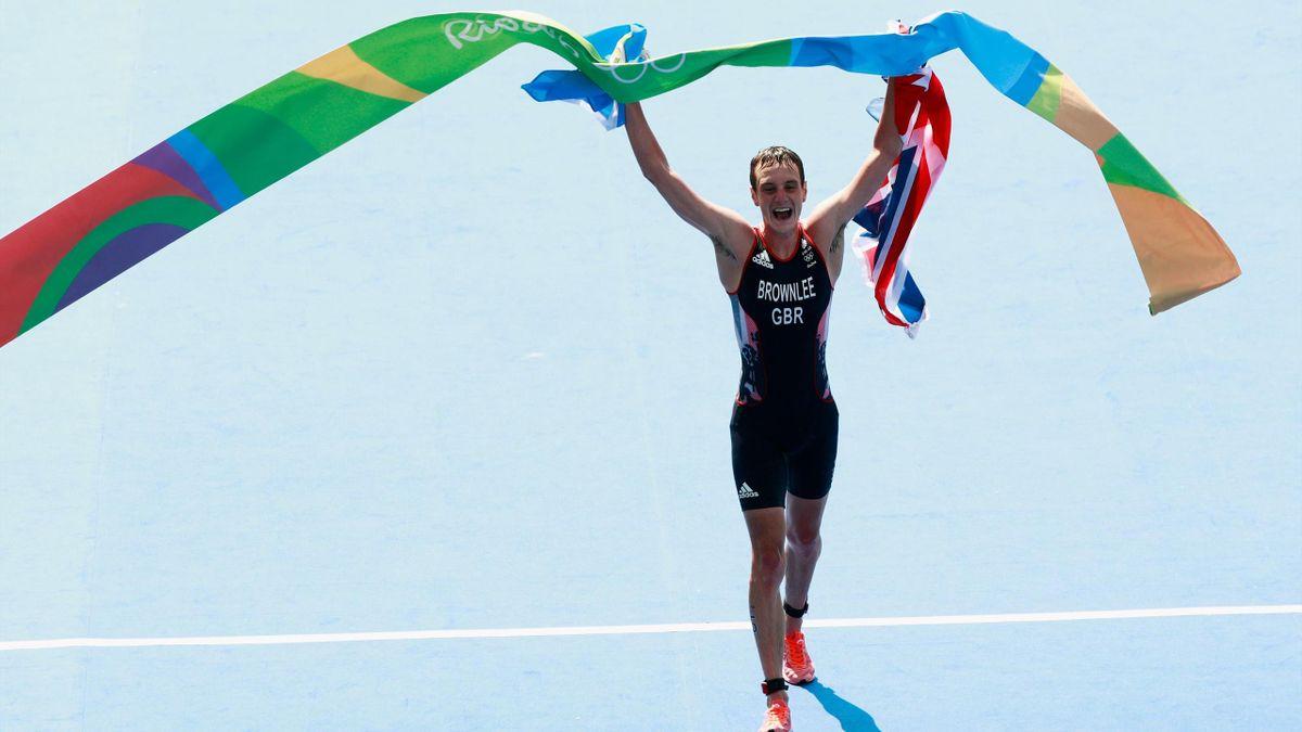 Alistair Brownlee wint de olympische triatlonrace van Rio 2016