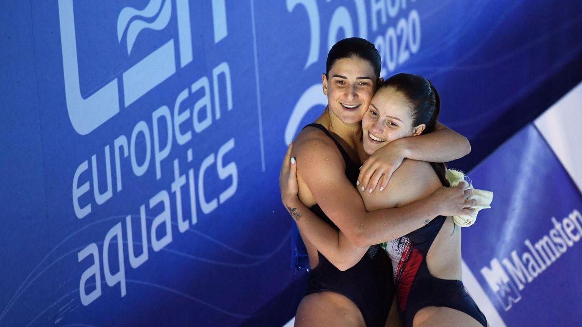 L'abbraccio fra Elena Bertocchi e Chiara Pellacani, Tuffi, Europei Budapest