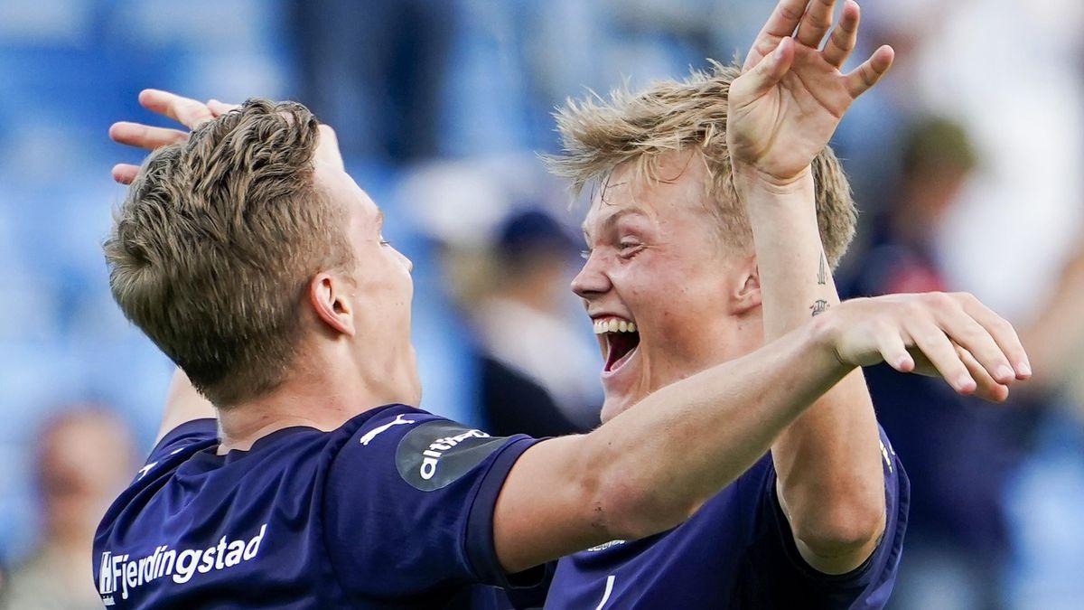 Godset-spiller Halldor Stenevik (t.h) jubler for scoring mot Rosenborg. Her sammen med lagkamerat Johan Hove.
