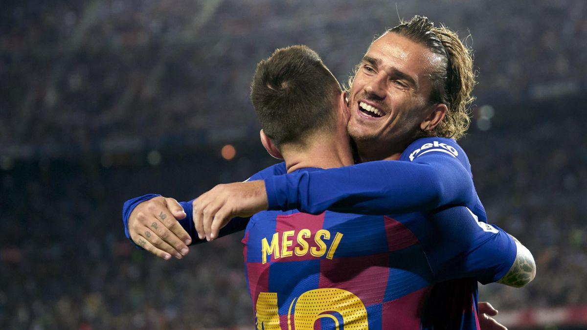 Antoine Griezmann félicité par Lionel Messi
