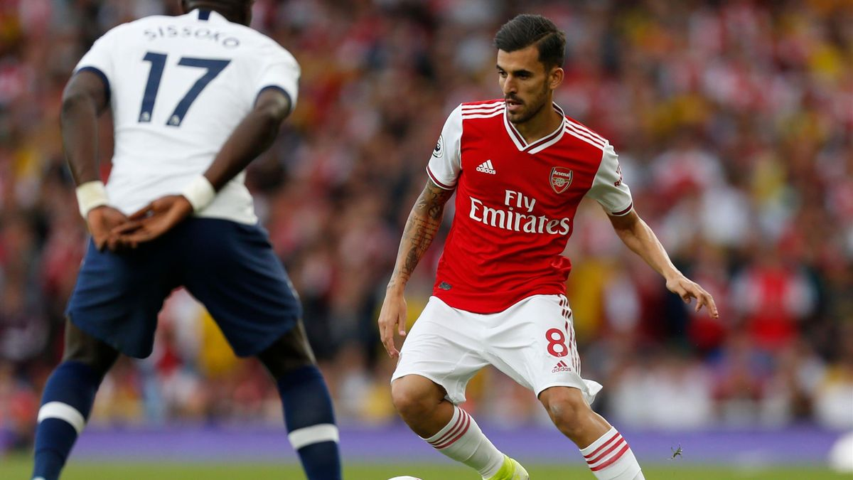 Arsenal's Spanish midfielder Dani Ceballos runs with the ball during the English Premier League football match between Arsenal and Tottenham Hotspur