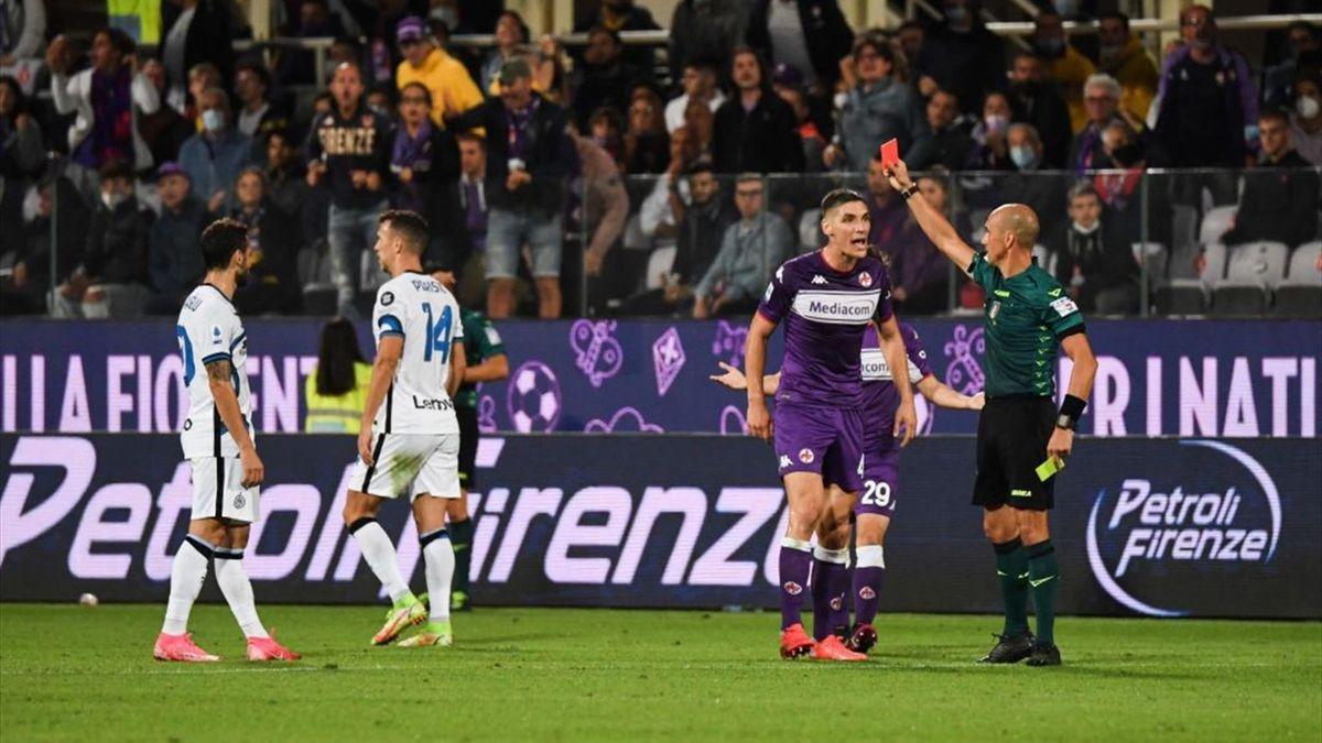 Nicolás González viene espuslo dall'arbitro Fabbri in Fiorentina-Inter - Serie A 2021/2022
