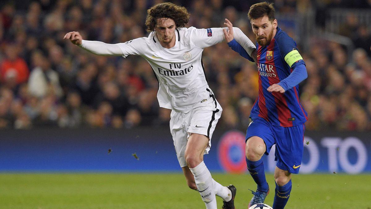 Adrien Rabiot à la lutte avec Lionel Messi lors de Barça-PSG