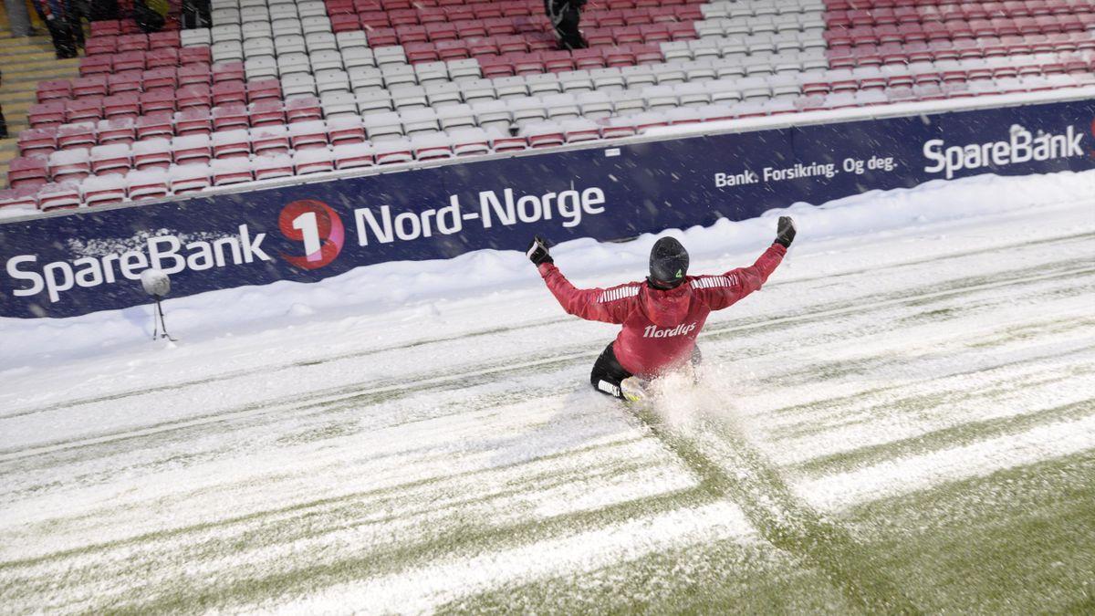 Det ble ikke kamp i Tromsø, men Hans Norbye benyttet likevel sjansen til å takke fansen for oppmøtet