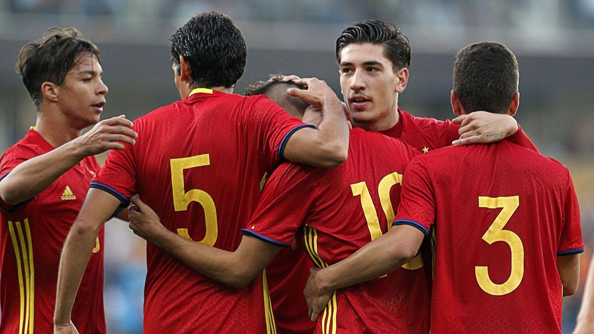 Los jugadores de la selección española Sub 21 celebran un gol
