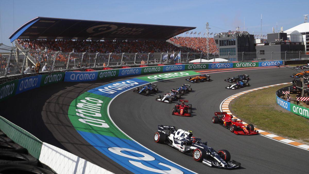 Formula 1 2021: Dutch GP CIRCUIT ZANDVOORT, NETHERLANDS - SEPTEMBER 05: Pierre Gasly, AlphaTauri AT02, leads Charles Leclerc, Ferrari SF21, Carlos Sainz, Ferrari SF21